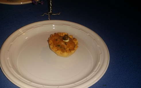Loi Estiatorio/Salmon Tatare with chives , shallots, lemon and horseradish with yogurt dill sauce in phyllo cup